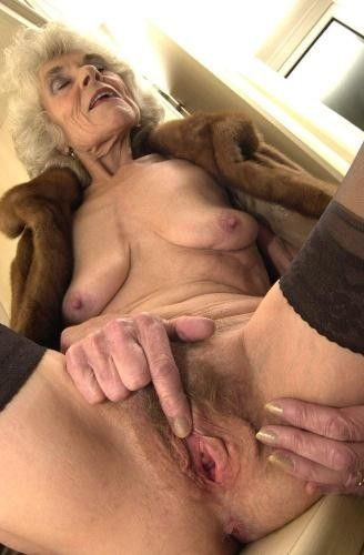 Femme âgée très perverse cherche rencontre secrète dans le 26